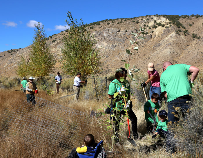 National Public Lands Day 2016 had volunteers of all ages participating in the event at South Fork State Recreation Area and South Fork Canyon.